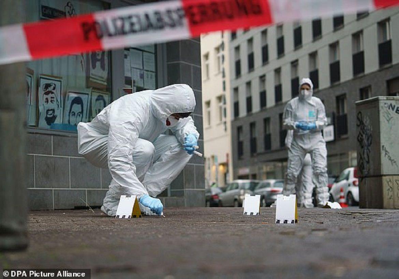 Polisi melakukan penyelidikan di TKP Penusukan Stasiun Frankfurt