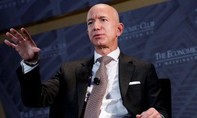 Jef Bezos, salah satu orang terkaya di dunia. Kekayaannya dapat menutup bonus dan vaksin seluruh karyawan Amazon.