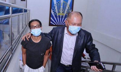 Kristen Gray dan Pengacaranya usai menjalani pemeriksaan di Kantor Imgrasi Bali.