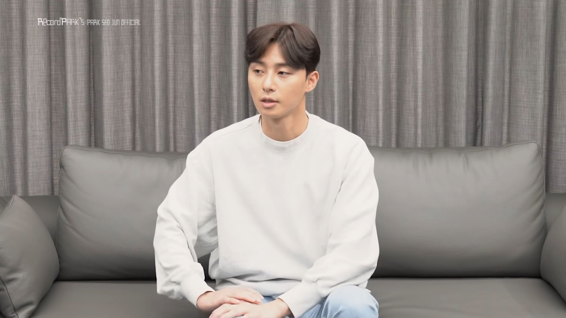 "Park Seo Joon dalam Video Bertajuk ""Find the real fandom nickname"" yang ia unggah ke Kanal YouTubenya, Record Park's"