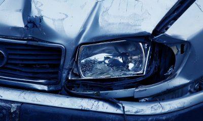Ilustrasi mobil penyok karena tabrakan. Ambulans membawa tiga pasien COVID-19 mengalami Kecelakaan.